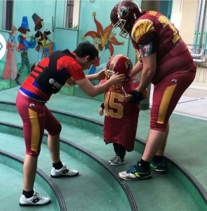 Piccoli glaidiatori crescono football