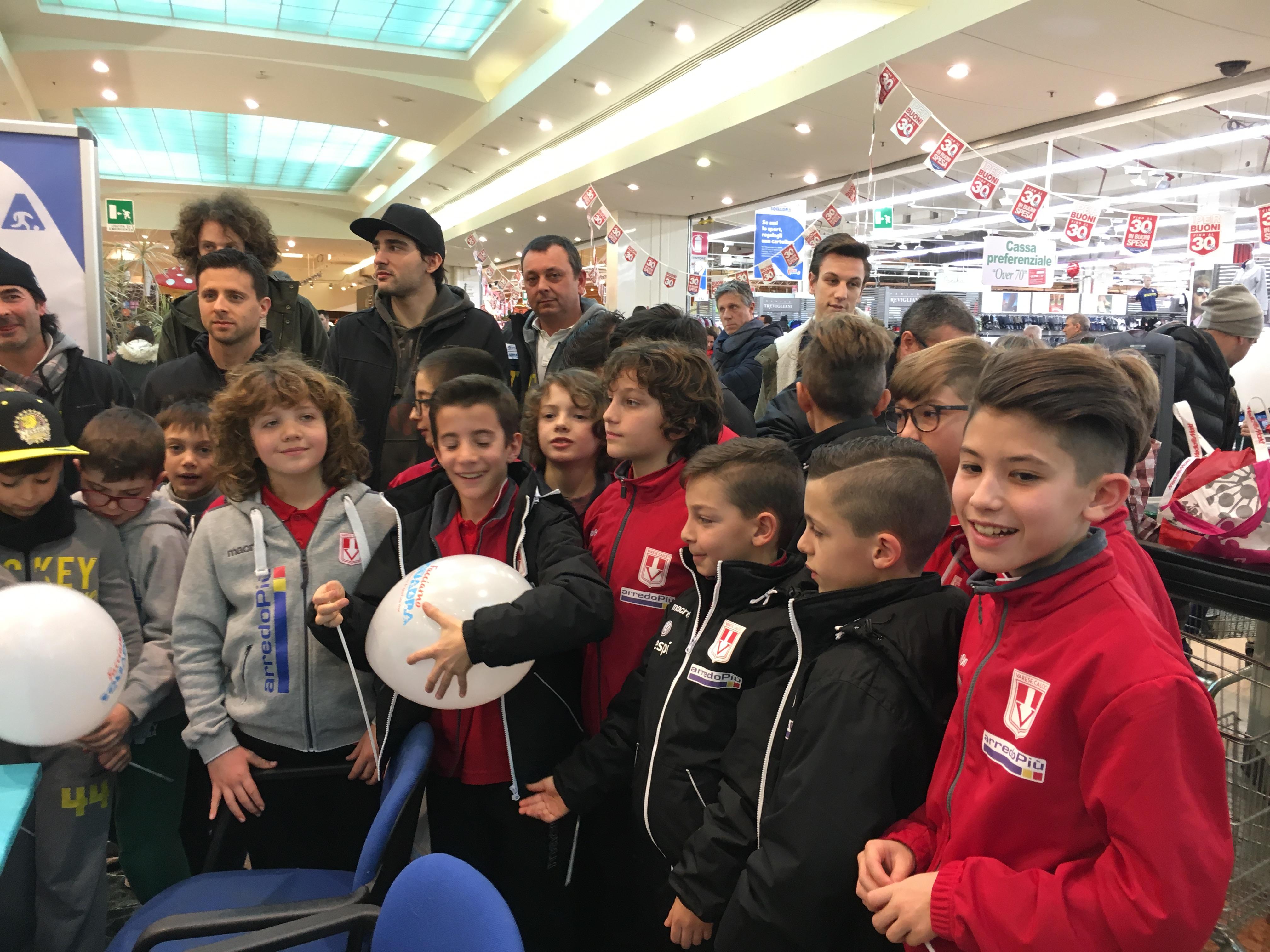 Facciamo squadra – Varese e Hockey, merenda all'Iper coi baby- FOTOGALLERY