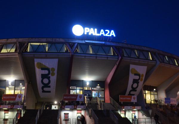 Il Pala2a si illumina. Contro Milano parquet in stile NBA