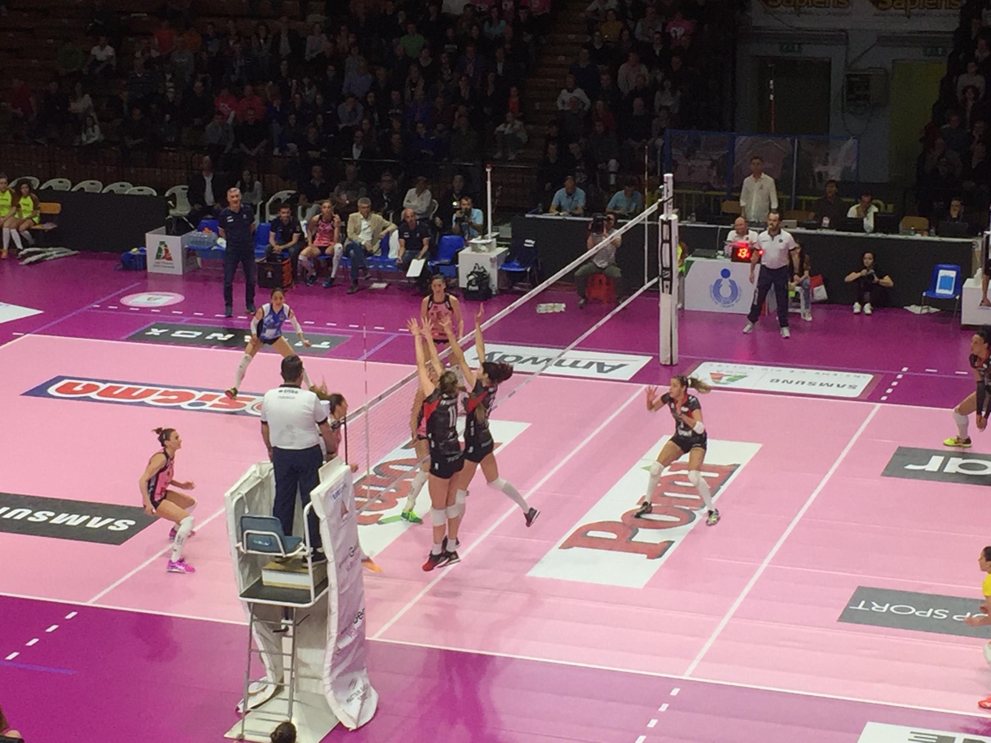 Playoff – La UYBA ha sette vite e sbanca Cremona – VIDEO INGRESSO