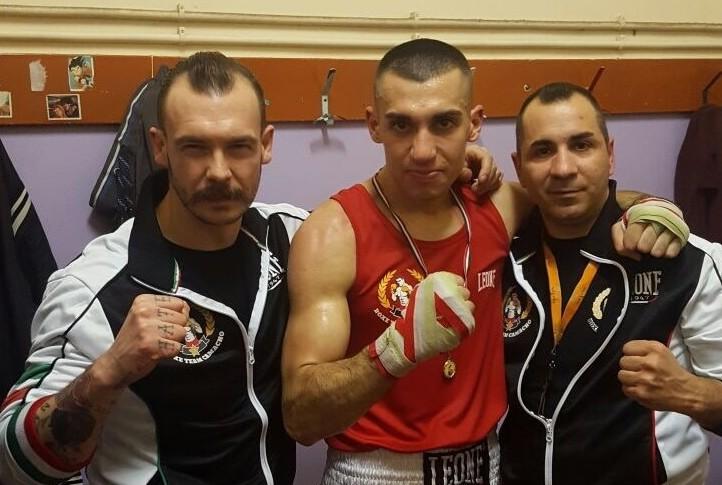 Il Team Camacho festeggia con Mirko Simeone