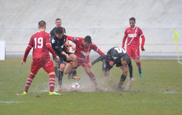 Il Varese affonda nel fango di Masnago: il Bra passa 2-0 – VIDEO