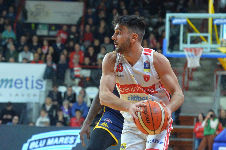 Varese non smette di stupire: risale da -22 e batte Sassari 87-90
