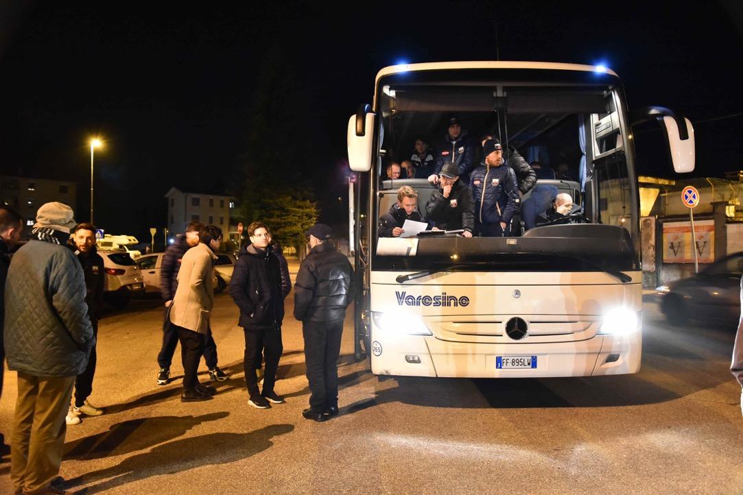 Folle serata allo stadio, il Varese non si presenta: 0-3 a tavolino – VIDEO