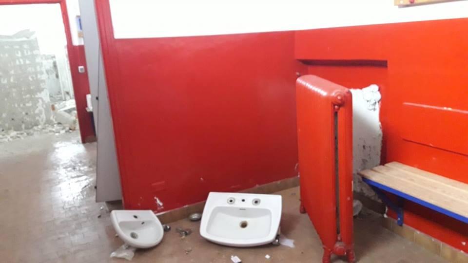 La denuncia: stadio scassato, abbandonato e preda di sciacalli – FOTO