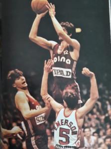 mirza delibasic 30 punti pallacanestro varese grande protagonista della gara tira contro fabio Colombo