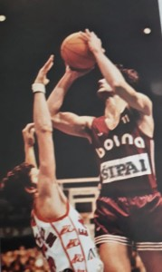 pallacanestro varese zarko varajic al tiro contro Maurizio gualco